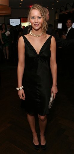 Jennifer_Lawrence_attending_the_InSyle_Oscar_Party_in_a_sexy_black_dress_02